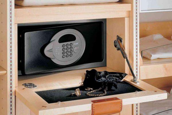 مخفی کردن گاوصندوق در منزل